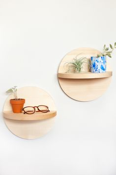 DIY circle shelves. Easy to follow instructions with photos of how to make these beautiful circular wooden shelves. Perfect DIY home project with teenagers! These shelves are great for plants and trinkets.