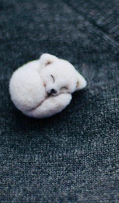 As a lapel pin? Felt Owls, Felt Animals, Cute Animals, Felt Diy, Felt Crafts, Needle Felting Tutorials, Felt Brooch, Brooches Handmade, Needle Felted Animals