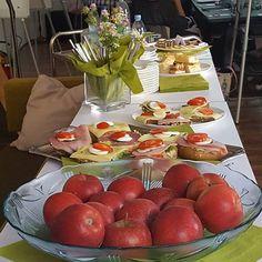 Die #guuude hessische #Gastfreundschaft - damit unsere Ruheförster auch genug Energie für den Workshop haben 😉 Danke Betty! #buffet #verpflegung #catering #seminar #agenturleben #wohnzimmer #agentur #agencylife #eventmanagement #vitamine #marketing #gudelaune