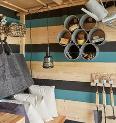 Garden shed of clever inside and out. Bungalow, Shed, Leroy Merlin, Ceiling Lights, Plein Air, Home Decor, Clever, Garage, Diy Garden Decor