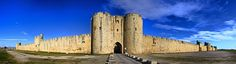 1272-1300 construction des remparts d'Aigues Mortes.   Photo Carlos Iborra Porte Saint Antoine via FLICKR