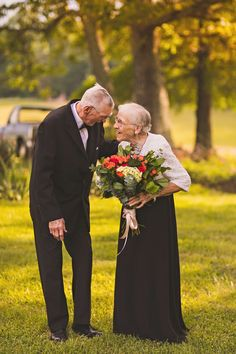 To celebrate their wedding anniversary, elderly couple Harold and Ruby had a very special anniversary photo shoot shot by photographer Megan Vaughan. Happy Anniversary Quotes, Wedding Anniversary Photos, Anniversary Funny, Old Love, Real Love, True Love, Old Couples, Couples In Love, Growing Old Together
