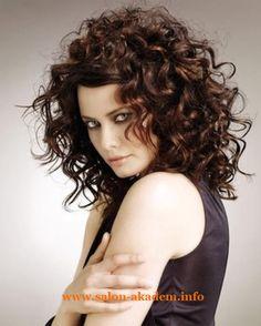 """Прическа каскад на кудрявые волосы фото #Фото Вернуться в раздел """"Прическа каскад на вьющиеся и волнистые волосы"""" http://www.salon-akadem.info/pricheska-kaskad-na-kudryavye-volosy-foto.php"""