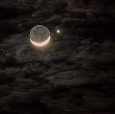 Moon Pictures, Pretty Pictures, The Moon Is Beautiful, Moon Photography, Dark Paradise, Night Aesthetic, Moon Lovers, Greek Gods, Dark Night