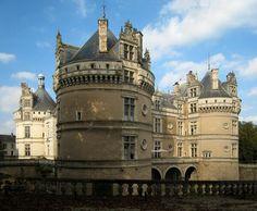 Le château du Lude se situe dans la commune du Lude dans la Sarthe en Champagne.  Les jardins, façonnés par les différents propriétaires du lieu, ont servi de cadre à un son et lumière qui a fait la renommée du Lude pendant près de quarante ans. Ils accueillent depuis le début des années 2000 plusieurs manifestations, comme la Fête des jardiniers, au cours de laquelle est décerné le prix P.J. Redouté.  Le château du Lude détient le label « Jardin remarquable ».