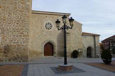 Entrada a la Iglesia de Nuestra Señora de las Nieves en Manzanares el Real