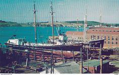 LUNENBURG , Nova Scotia , Canada , 50-60s ; Ships in drydock