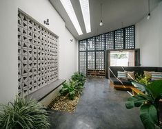 Low-cost perforated home in Vietnam shows off the charms of concrete architecture Low-Cost-Lochhaus in Vietnam zeigt den Charme der Betonarchitektur Concrete Facade, Concrete Architecture, Concrete Houses, Concrete Blocks, Futuristic Architecture, House Architecture, Green Building, Building A House, Vietnam