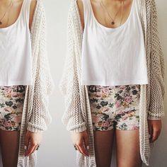 floral shorts & slouchy cardi || zazumi.com
