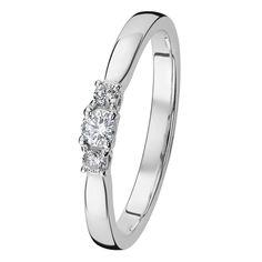 Mia-sormukset ovat oikea valinta ajatonta tyylikkyyttä arvostavalle. Malliston sirot sormukset on helppo yhdistää täydelliseksi kokonaisuudeksi. Timantit 0,08 + 2 x 0,03 H/SI. Design Assi Arnimaa. Saatavilla myös keltakultaisena. Suositushinta 1149 €. Engagement Rings, Diamond, Bracelets, Jewelry, Design, Enagement Rings, Wedding Rings, Jewlery, Jewerly