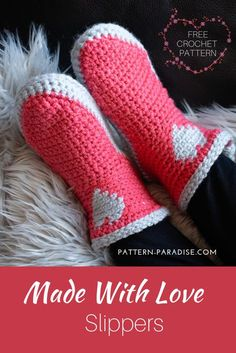 Crochet Pattern: Made With Love Slippers Make these adorable Made With Love Slippers to keep those tootsies warm! Adult Sizes and Free on Pattern Paradise Free Form Crochet, Crochet Slipper Pattern, Crochet Baby, Knit Crochet, Crochet Boots, Crochet Slippers, Crochet Clothes, Felted Slippers, Crochet Crafts