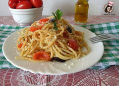 Spaghetti mollica, pomodorini e olive Pasta Company, Risotto, Italian Pasta Dishes, Rice Pasta, Sicilian Recipes, Vegan Pasta, Fat Burning Foods, Just Cooking, I Love Food