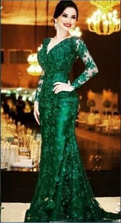 Elegant Emerald Green Lace Evening Dresses V Neck Long Sleeves Open Back  Mermaid Court Train Formal Gowns Mother Of The Bride Dress 1651f50d5c92
