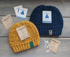Free Knit Beanie Pattern – Savlabot Bowtie Pattern, Knit Beanie Pattern, Knit Or Crochet, Crochet Hats, Knit Hats, Crochet Beanie, Crochet Dolls, Beanie Hats, Free Crochet