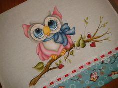 Xodó meu!! Guardanapo de coruja todo pintado e com barrado de tecido.