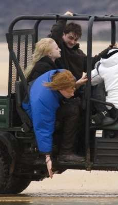 Behind the Scenes of Harry Potter - Dan Radcliffe and Evanna Lynch; unsure about the redhead.