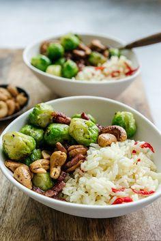 Gewokte spruitjes met spekjes | Snelle maaltijd met spruitjes, spruitjes met rijst, spruitjes recept| via BrendaKookt.nl