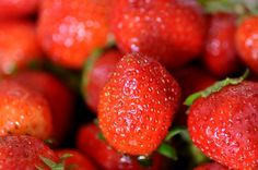 Liens | www.choc-en-stock.com Strawberry, Chocolate, Fruit, Cooking, Food, Kitchen, Essen, Strawberry Fruit, Chocolates