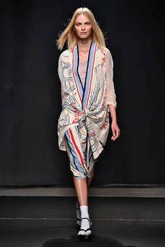 Atsuro Tayama - Längst nicht mehr exotisch, sondern fester Bestandteil der High Fashion ist der Kimono. Was die japanische Oberbekleidung auch im Frühling und Sommer mit ihrem Herkunftsland eint, sind naturnahe Muster. flair zeigt Ihnen die schönsten Kimono-Styles.