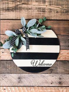Black and White stripes round Welcome sign / Door hanger / front door decor / summer door decoration - - Front Door Signs, Front Door Decor, Front Doors, Entry Doors, Summer Door Decorations, Christmas Decorations, Door Hanging Decorations, Rustic Wood Signs, Wooden Signs