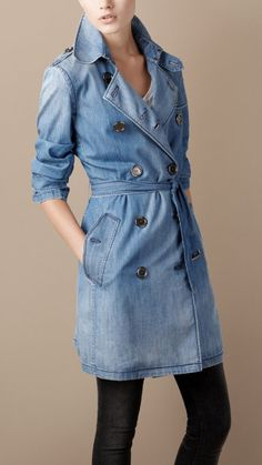 Burberry denim trench coat ❤♔Life, likes and style of Creole-Belle ♥ Denim Trench Coat, Trench Coat Outfit, Color Type, Looks Jeans, Minimalistic Style, Diy Vetement, Beauty And Fashion, Double Denim, Denim Fabric
