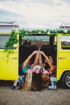 Huntington Beach California Surf and Fun Vw Bus, Bus Camper, Hippie Camper, Vans Girls, Surf Girls, Volkswagen Minibus, Volkswagen Beetles, Volkswagen Golf, Ibiza