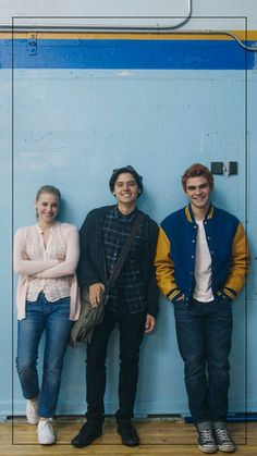 Lili Reinhart, Cole Sprouse and KJ Apa pose as Betty Cooper, Jughead Jones and Archie Andrews for a promotional photoshoot for Riverdale Kj Apa Riverdale, Riverdale Funny, Riverdale Memes, Riverdale Netflix, Riverdale Aesthetic, Cast Of Riverdale, Riverdale Poster, Sprouse Cole, Vanessa Morgan