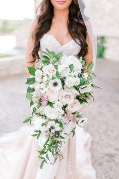 Bride, Ashtyn's bouquet at her Dallas wedding. Photo: @hannahwayphoto