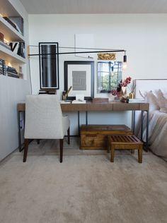 Tapetes exclusivos by Kamy Naturo Silk e a Pele Export Zebra na decoração de Paola Ribeiro.