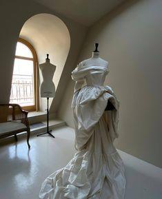 """@tatyanakochnova_official on Instagram: """"«8 лет назад я перешла из fashion в bridal, и поэтому в голове никогда не было ограничений и рамок, как может выглядеть свадебное платье.…"""" Shopping Service, Statue, Sculptures, Sculpture"""