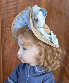 Reproduction de Jumeau triste 35 cm robe manteau dos d'après patron de Gildebrief chapeau paille d'après gravures d' époque version bord large