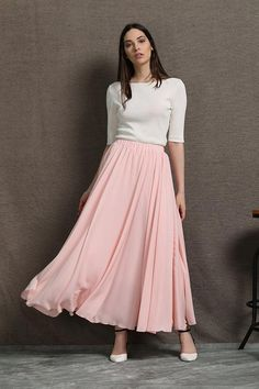 Can you spot this years latest fashion trend? Show off your fashion savvy in this floaty chiffon par Long Skirt Fashion, Women's Fashion Dresses, Casual Dresses, Party Rock, Long Chiffon Skirt, Wedding Skirt, Western Dresses, Western Wear, Party Skirt