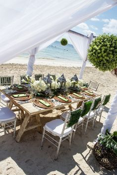 An intimate reception dinner on the beach for small groups or groups of up to 150 people. #dreamsrivieracancun