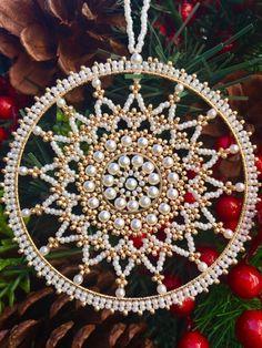 Beaded Christmas Ornaments, Snowflake Ornaments, Noel Christmas, Christmas Projects, Snowflakes, Beaded Snowflake, Christmas Decorations, Diy Ornaments, Hallmark Ornaments