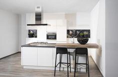 Moderne keuken met eiland Interior, Kitchen, Table, House, Furniture, Home Decor, Website, Cooking, Decoration Home