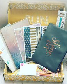 Happymail from @erincondren  Summer Surprise box this is my third box and so far all have been great  #eclp #ecnotepagekit #erincondren #erincondrenlifeplanner #erincondrensummersurprisebox #plannernerd #plannergirl #plannerlove #planners #planneraddict