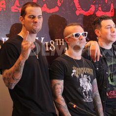 """Credit to the watermark #mshadows #johnnychrist #zackyvengeance #a7x #avengedsevenfold"""
