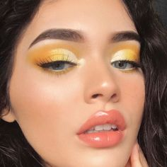✨🌻☀️ new vid on this summery glowy yellow makeup! link is in my bio :. Augen Makeup, , ✨🌻☀️ new vid on this summery glowy yellow makeup! link is in my bio :. ✨🌻☀️ neues vid auf diesem summery glowy gelben Make-up ! Makeup Eye Looks, Pretty Makeup, Skin Makeup, Eyeshadow Makeup, Beauty Makeup, Gorgeous Makeup, Makeup Brushes, Awesome Makeup, Makeup Style