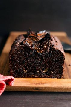 Chocolate Banana Fig Bread - simply sweet and wholesomely indulgent. Dried figs lend its natural sweetness to this dark and decadent quick bread! #chocolate #banana #bananabread #quickbread #fig #kitchenconfidante #recipe Healthy Cake Recipes, Sweet Recipes, Pancake Recipes, Waffle Recipes, Burger Recipes, Fruit Recipes, Smoothie Recipes, Bread Recipes, Healthy Snacks