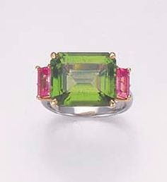 A PERIDOT, PINK SAPPHIRE, PLATINUM AND GOLD RING