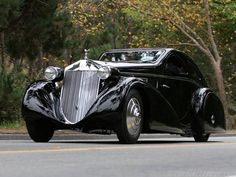 Batman would be proud of this Automobile One of the strangest designs ever for a Rolls Rolls-Royce Phantom I Jonckheere Coupe The fe. Alter Rolls Royce, Old Rolls Royce, Rolls Royce Cars, Cars Vintage, Antique Cars, Retro Cars, Ford Modelo T, Rolls Royce Phantom Coupe, Rolls Roys