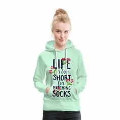 Das Leben ist zu kurz um passende Socken zu suchen..  Du suchst Outfits mit passenden Sprüchen für jede Gelegenheit? Wir haben viele Ideen für dich! Shirt Designs, Matching Socks, Baby Kind, Life Is Short, Shirts, Hoodies, Sweaters, Outfits, Fashion