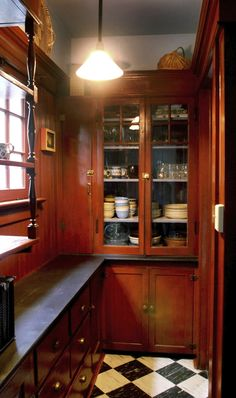 Craftsman butler's pantry - 1908 William Knighton House