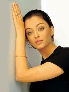 Indian Glamour Girl Aishwarya Latest Wallpapers and Stills Aishwarya Rai Makeup, Aishwarya Rai Young, Aishwarya Rai Photo, Actress Aishwarya Rai, Aishwarya Rai Bachchan, Bollywood Actress, Most Beautiful Eyes, Most Beautiful Indian Actress, Beautiful Actresses