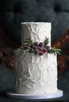 32 Winter Wedding Cakes for Serious Sugar Rush. 32 Winter Wedding Cakes for Serious Sugar Rush. Candybar Wedding, Cake Wedding, Berry Wedding Cake, Wedding Fair, Wedding Cupcakes, Christmas Wedding Cakes, Winter Wedding Cakes, Bolo Cake, Fondant Wedding Cakes