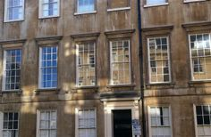2 Bedroom Apartment in Bath to rent from £1000 pw, within 15 mins walk of a Golf course. Also with TV and DVD.