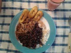 Pabellon Criollo Venezolano...  arroz,caraotas negras,carne mechada y platano...