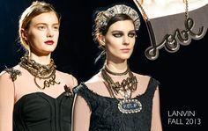 Lanvin necklaces! Colar com palavras é tendência na Lanvin - Fall/Winter 2013.14