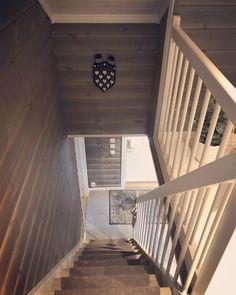 """Fagnabu on Instagram: """"Ha en flott uke 🎶 #familiehytta #osensjøenpluss #fjellhytte #hyttetid #hyttenorge #stemning_casachicks #hytteinteriør #123hytteinspirasjon…"""" Stairs, Home Decor, Stairway, Decoration Home, Room Decor, Staircases, Home Interior Design, Ladders, Home Decoration"""