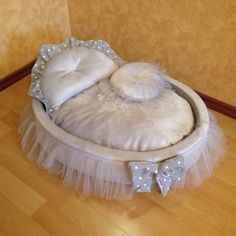 ♥This beautiful HAPPYDOG COUTURE soft grey pet bed is designed with love for your pet. ♥The royal bed is made of very soft grey color minky fur